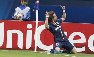 Le défenseur du PSG, David Luiz, fête son but face au FC Barcelone, en Ligue des champions, le 30 septembre 2014.