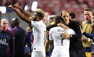 Les joueurs du PSG avec leur entraîneur Thomas Tuchel après leur victoire contre Atalanta, le 12 août 2020.