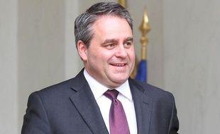 Le ministre du Travail et la Santé Xavier Bertrand à la sortie du Palais de l'Elysée, le 29 mars 2011.