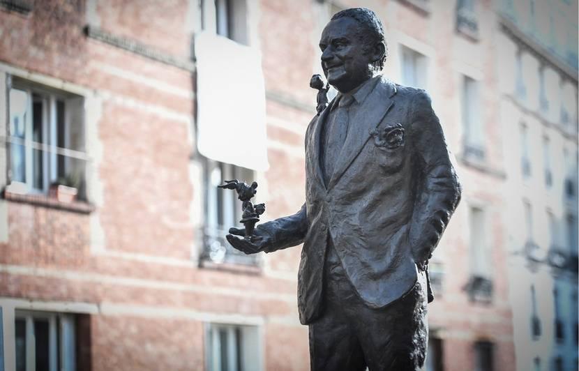 Une statue en l'honneur de Goscinny inaugurée à Paris