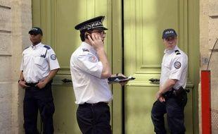 """lusieurs personnes, """"dont l'auteur probable"""" du coup porté mercredi au militant d'extrême gauche Clément Méric qui est depuis dans un état désespéré, ont été interpellées jeudi, a annoncé à la mi-journée à l'AFP le ministre de l'Intérieur, Manuel Valls."""