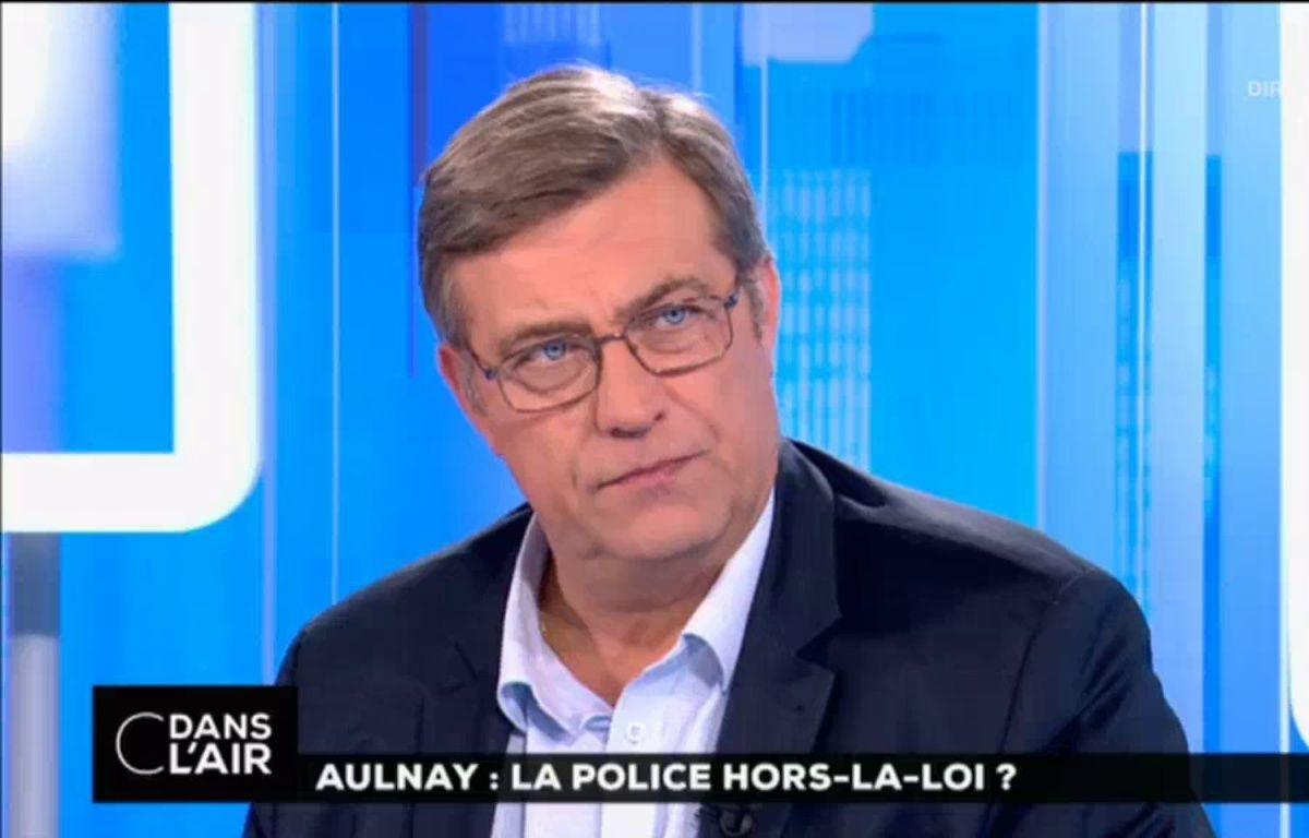 Luc Poignant, chargé de communication du syndicat Unité SGP Police, sur le plateau de l'émission «C dans l'air». – Capture écran France 5