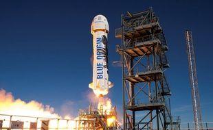 Le lanceur de la capsule de l'entreprise Blue Origin d'Amazon, à la pointe du voyage touristique dans l'espace.