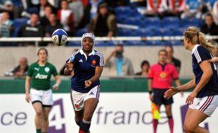 Sandrine Agricole en action face à l'Irlande, durant le Tournoi des VI nations 2014.