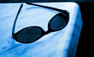 Une paire de lunettes de soleil (illustration).