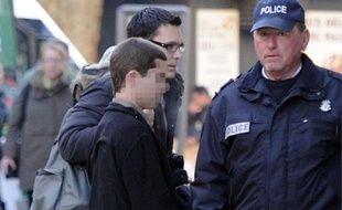 La cour d'assises des mineurs des Bouches-du-Rhône doit rendre son verdict ce vendredi à l'encontre d'Andy, jugé en appel depuis huit jours pour le meurtre, à 16 ans, de toute sa famille en Corse en 2009, et considéré comme irresponsable en première instance.