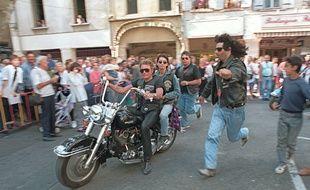 Johnny Hallyday avec Adeline, sur son Harley Davidson à Carpentras.