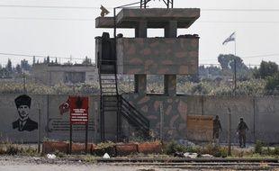 Des soldats turcs devant un poste dans la ville d'Akcakale, dans la province de Sanliurfa, dans le sud-est de la Turquie, ce lundi 21 octobre 2019.
