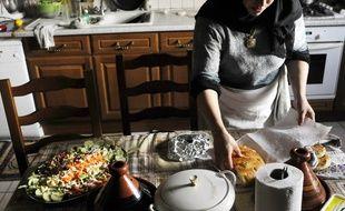 Une femme musulmane prépare le repas de l'aïd el-fitr, le 18 septembre 2009 à Mulhouse.