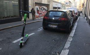 Une trottinette électrique en libre service à Marseille.