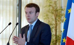 Le ministre de l'Economie Emmanuel Macron lors d'une conférence de presse à Paris le 23 novembre 2015