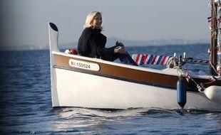Marine Le Pen en bateau.
