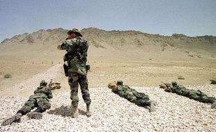 Des soldats français entraînent des militaires afghans, à l'Académie militaire de Kaboul.