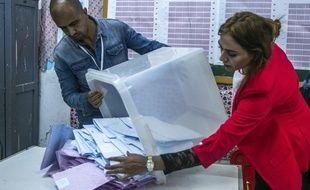Dans un bureau de vote de Tunis, le 6 octobre 2019.
