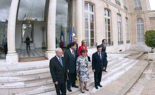"""Le dernier conseil des ministres de l'ère Nicolas Sarkozy s'est tenu mercredi à l'Elysée, un moment chargé de """"beaucoup d'émotion"""" pour le gouvernement de François Fillon, qui démissionnera jeudi."""
