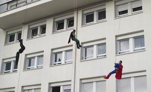 Des super-héros rendent visite aux petits patients du CHU de Nantes