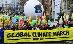 Marche en faveur d'engagements fermes contre le réchauffement climatique le 29 novembre 2015 à Berlin