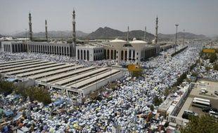 Pèlerinage à la mosquée Namira, sur le mont Arafat au sud-est de La Mecque en Arabie Saoudite le 23 septembre 2015
