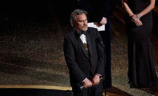 Le comédien Joaquin Phoenix recevant son Oscar du Meilleur acteur en 2020 pour son rôle dans «Joker»