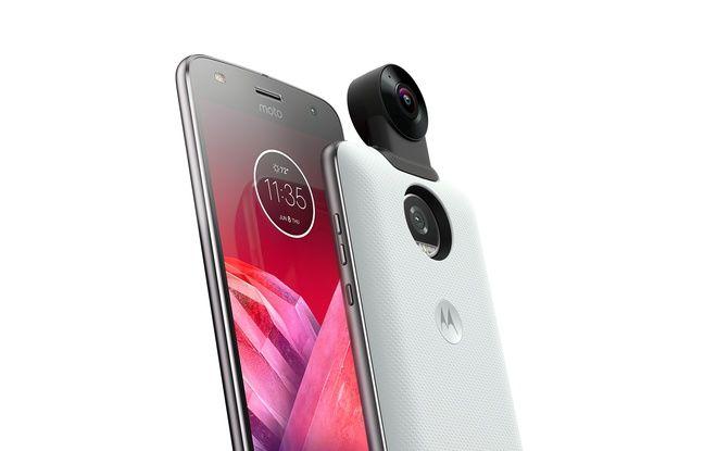 Le Moto X2 propose une caméra à 360° 4K amovible.