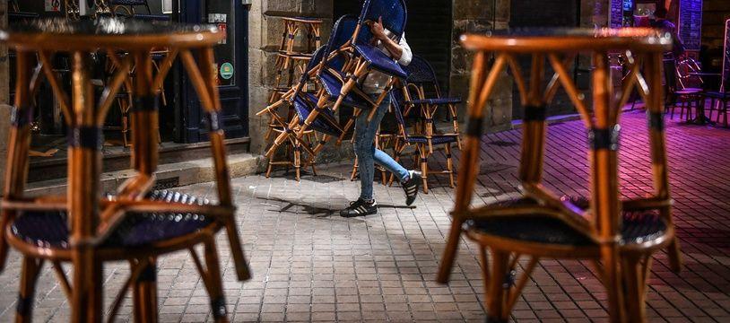 Les restaurateurs espèrent une dérogation pour ranger les terrasses et faire les clients une fois les clients partis