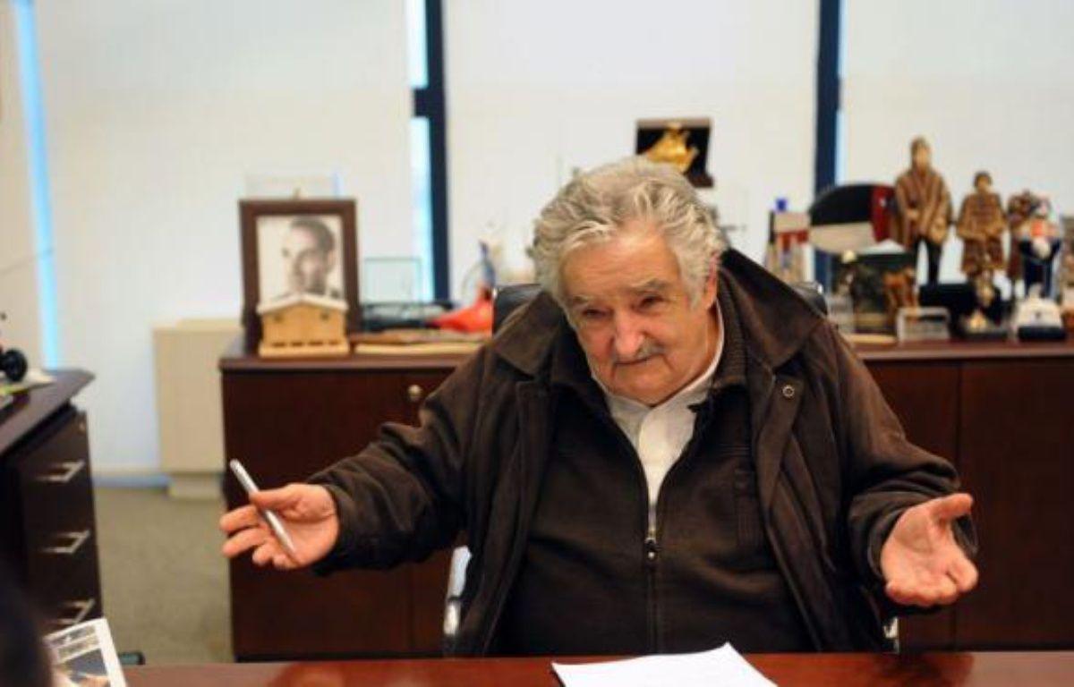 """""""Je ne suis pas un président pauvre, j'ai besoin de peu"""", explique à l'AFP l'iconoclaste président uruguayen José Mujica, qui reverse presque 90% de son salaire de 9.300 euros à une organisation d'aide au logement et critique la """"société de consommation"""" ainsi que son """"hypocrisie"""" sur la toxicomanie ou l'avortement. – Miguel Rojo afp.com"""