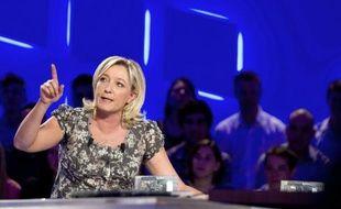 """L'équipe de campagne de Marine Le Pen, candidate FN à la présidentielle, a dénoncé samedi le """"coût indécent"""" du meeting de Nicolas Sarkozy prévu dimanche à Villepinte, qu'elle a estimé à """"plus de 3 millions d'euros""""."""