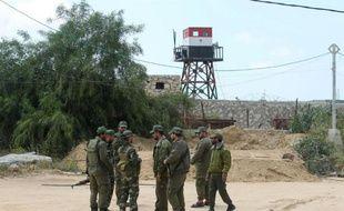 Des membres du Hamas, au pouvoir dans la bande de Gaza, patrouillent le long de la frontière avec l'Egypte, le 14 avril 2016