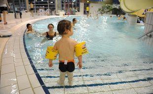 Un enfant à la piscine Jules-Verne à Nantes.