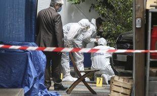 La police scientifique sur les lieux de l'assassinat à Ajaccio.