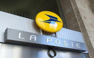 L'employée de La Poste aurait détourné des tickets cadeaux.