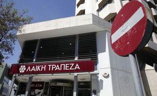 Toutes les banques de Chypre ont gardé leur rideau baissé mardi, pour la onzième journée consécutive, et malgré l'annonce tardive de la prolongation de leur fermeture, les Chypriotes ne se sont pas précipités vers les banques mardi matin.