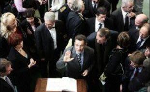 Nicolas Sarkozy, qui devrait annoncer la semaine prochaine sa candidature en vue de 2007, cherche à redonner du souffle au processus de désignation du candidat UMP, en invitant d'autres personnalités de son camp à entrer dans cette compétition interne.
