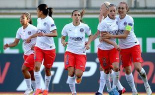 Les joueuses du PSG contre Wolfsburg en demi-finale de la Ligue des champions, le 18 avril 2015.