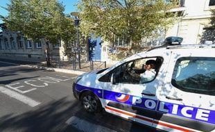 Des policiers dans les rues de Bordeaux - Illustration