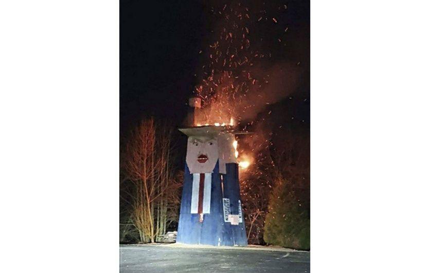 Slovénie : Une statue parodique de Donald Trump brûlée, probablement un acte de vandalisme