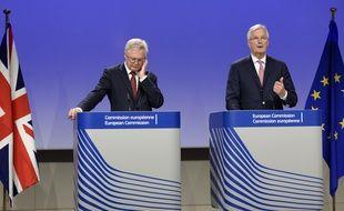 David Davis, le ministre britannique du Brexit, et Michel Barnier, le négociateur en chef côté UE, à Bruxelles le 20 juillet 2017.