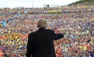 Donald Trump a fait huer Barack Obama par 45.000 boys scouts.