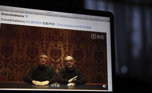 Stefano Gabbana et Domenico Dolce, les deux cofondateurs de Dolce & Gabbana, ont fait publier sur le réseau social chinois Weibo une courte vidéo d'excuses après avoir été accusés de racisme.