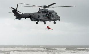 Un hélicoptère de sauvetage en mer. (illustration)