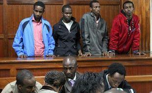 """Quatre personnes ont été inculpées lundi de """"soutien à un groupe terroriste"""" pour leur participation présumée à l'organisation de l'attaque islamiste contre le centre commercial Westgate de Nairobi, le 21 septembre, qui a fait au moins 67 morts."""