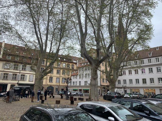 Place du Marché Neuf à Strasbourg. Une réflexion sur «requalification» est en cours. Le 5 mai 2021.
