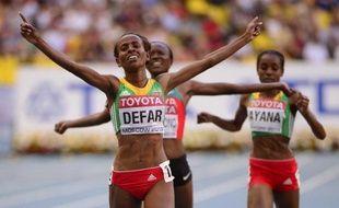 L'Ethiopienne Meseret Defar remporté le 5000 m des Mondiaux-2013 d'athlétisme, son 2e or sur la distance après le sacre de 2007 à Osaka, en 14 min 50 sec 19/100e, devant la Kenyane Mercy Cherono (14:51.22) et une autre Ethiopienne, Almaz Ayana (14:51.33), samedi soir à Moscou.