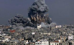 Une explosion dans la Bande de Gaza après un bombardement israélien, le 29 juillet 2014.