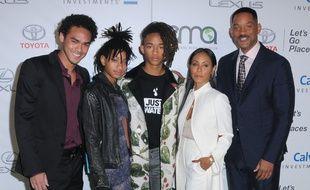 La famille Smith au complet: (de gauche à droite) Trey, Willow, Jaden, Jada et Will