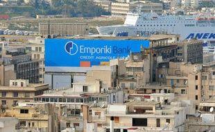 Publicité pour la banque Emporiki, filiale du crédit Agricole, à Athènes le 31 décembre 2010.
