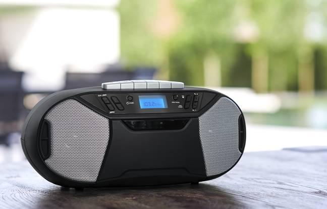 Le lecteur FM, CD, K7 et DAB+ RK200DABCD de Thomson.