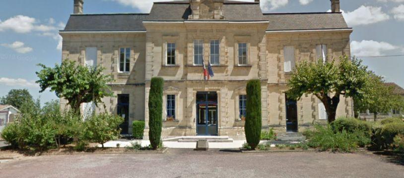 La mairie de Saint-Philippe d'Aiguille