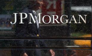 La banque américaine JPMorgan Chase pourrait payer un à deux milliards de dollars pour mettre fin à des poursuites du gouvernement américain sur l'affaire Madoff, ont rapporté jeudi le Wall Street Journal et le New York Times.