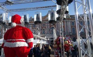Le marché de Noël sur la place du Capitole de Toulouse, le 8 décembre 2018.